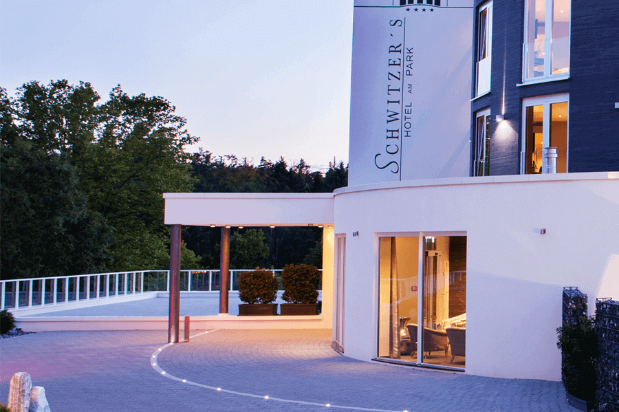 schwitzers-hotel-slider-hoteleingang